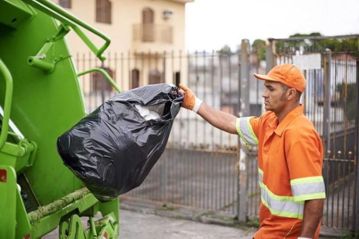 trash-collector-most-dangerous-jobs-in-the-world