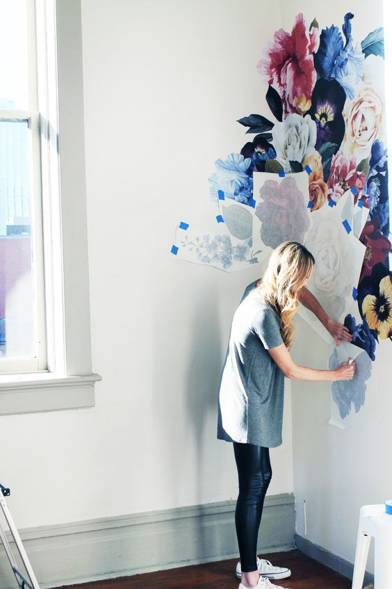 Adiós al papel tapiz, dale la bienvenida al papel mural autoadhesivo
