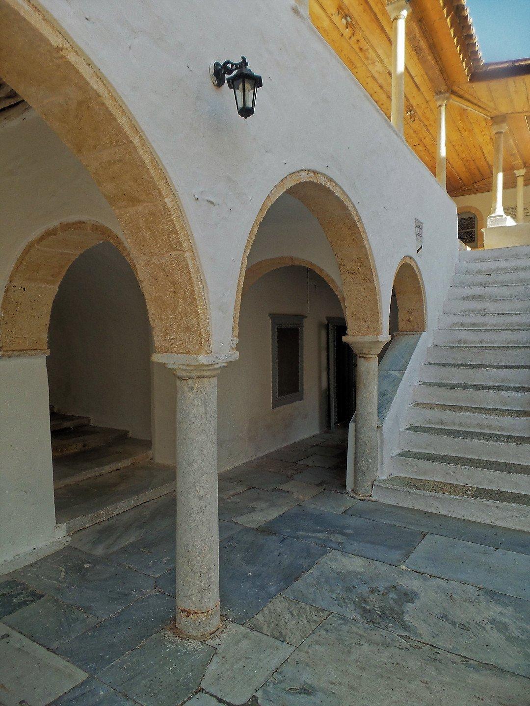 Arcos del monasterio