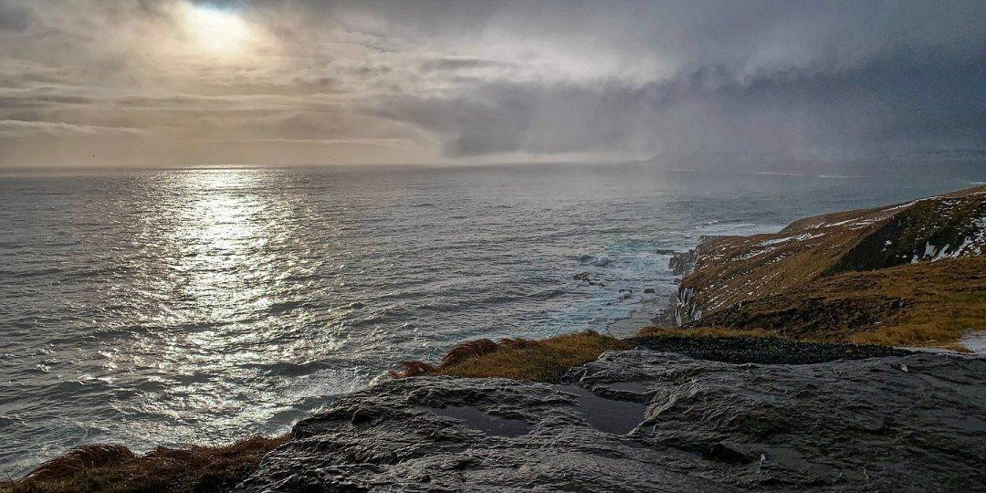 Nubes y claros sobre Breiðdalsvík