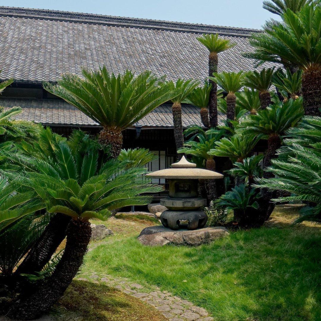 Jardines junto a Hiunkaku