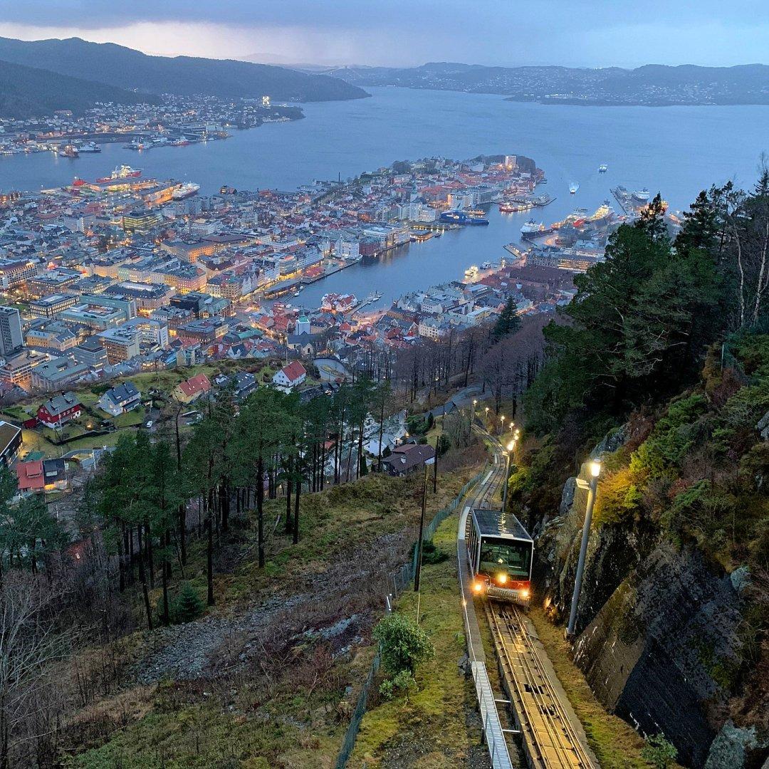 Atardecer desde el monte Fløyen