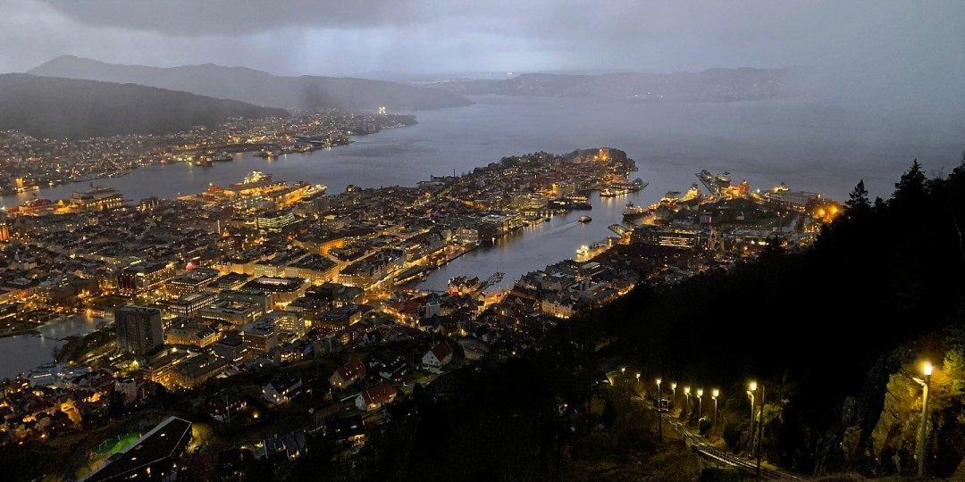 Bergen al anochecer