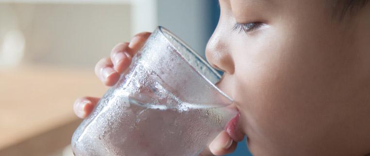 acqua pura povera di sodio