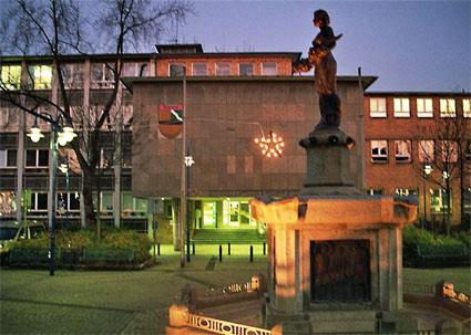 Unser Rathaus am Abend
