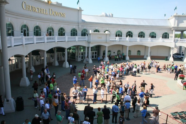 Churchill Downs Unveils Barbaro Statue | Kentucky Derby Museum