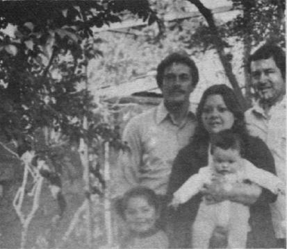 Julio Oliva junto a su familia