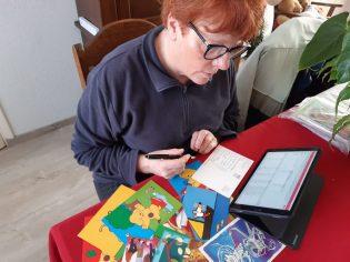 juf Marjos schrijft kaartjes naar jullie