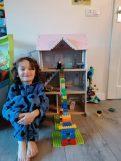 Coco kan het poppenhuis in en uit