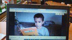 Jordy aan het lezen