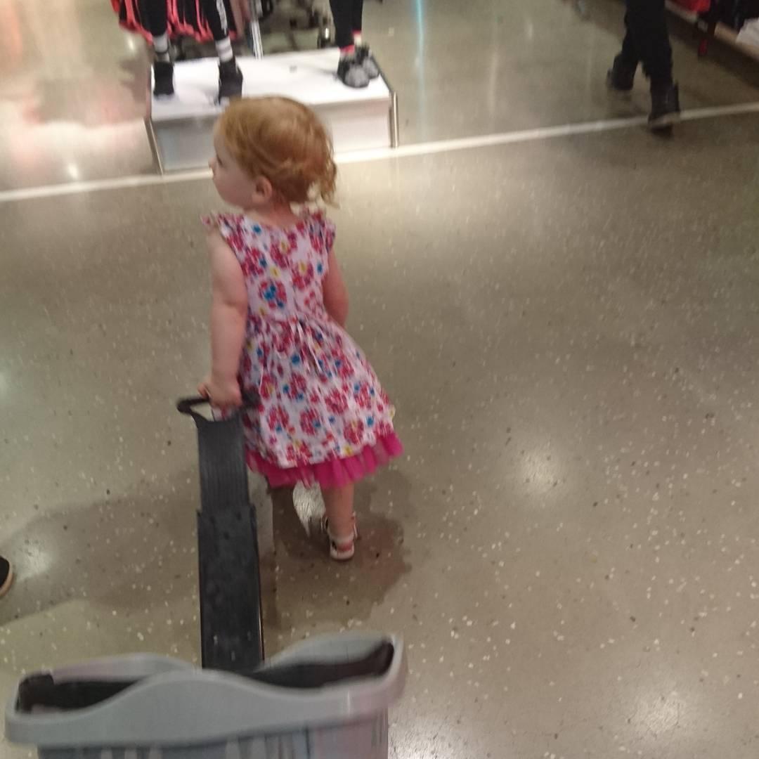 Meine kleine im Kaufrausch
