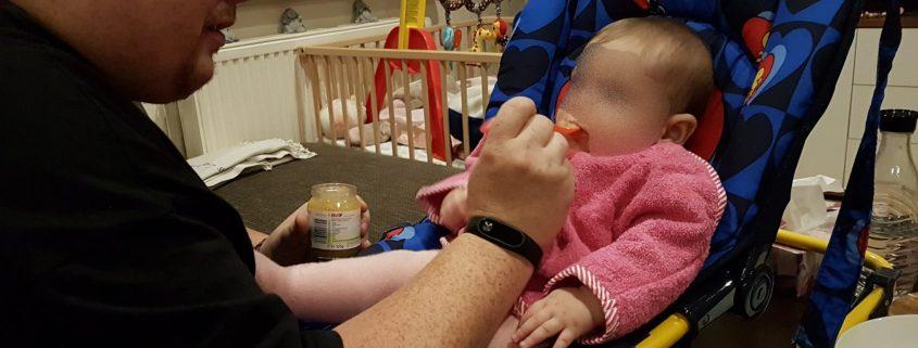Baby Fütterung