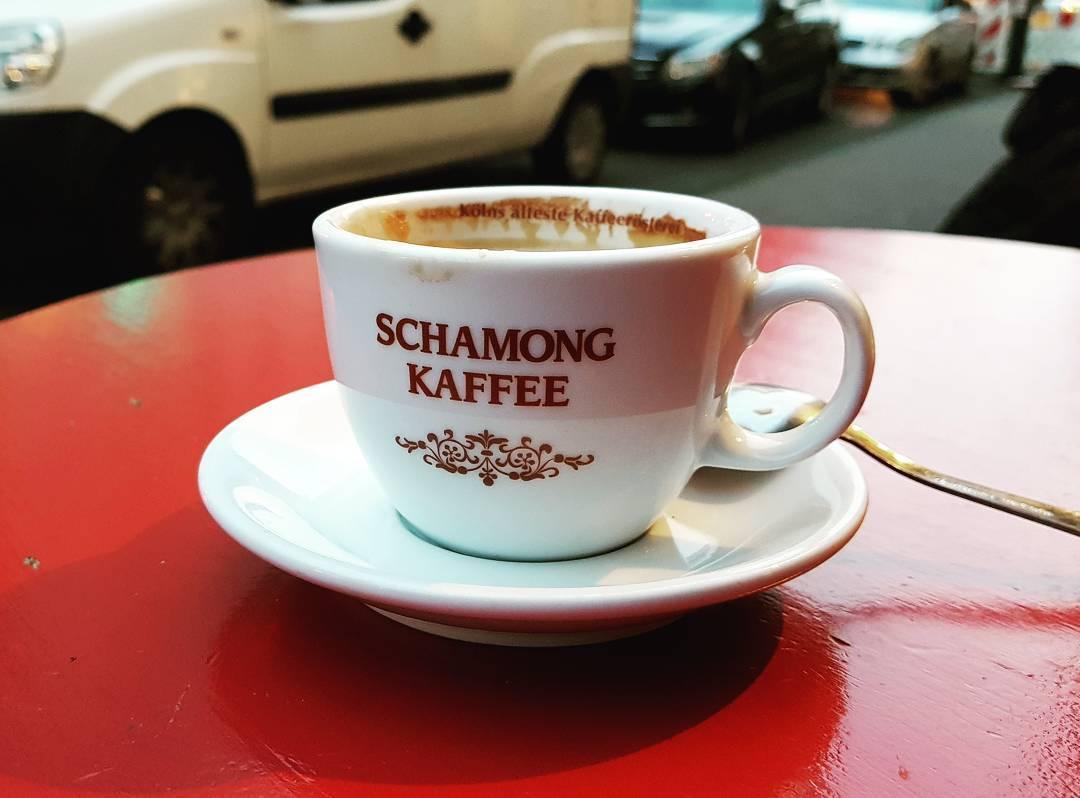 Noch mal nen leckeren Kaffee im Freien genießen, bei schönem Wetter