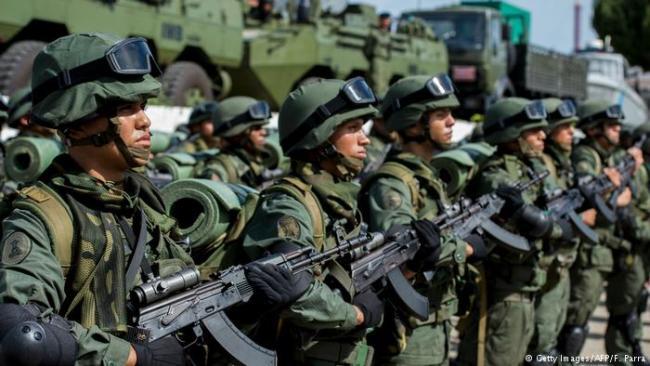 I denne artikkelen forklarer forfatteren hvorfor Venezuela ikke kan overvinnes militært. Økonomisk blokade og bombing er de mest sannsynlige scenarier.