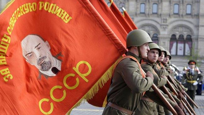 Mikael Gorbatsjov var mannen som ledet oppløsningen av Sovjetunionen som i realiteten var en global katastrofe.