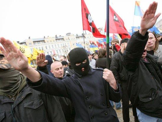 Det taes nå ut tiltale mot fascister i Ukraina for drapet på journalist. Betyr det en ny og positiv vending i landet?