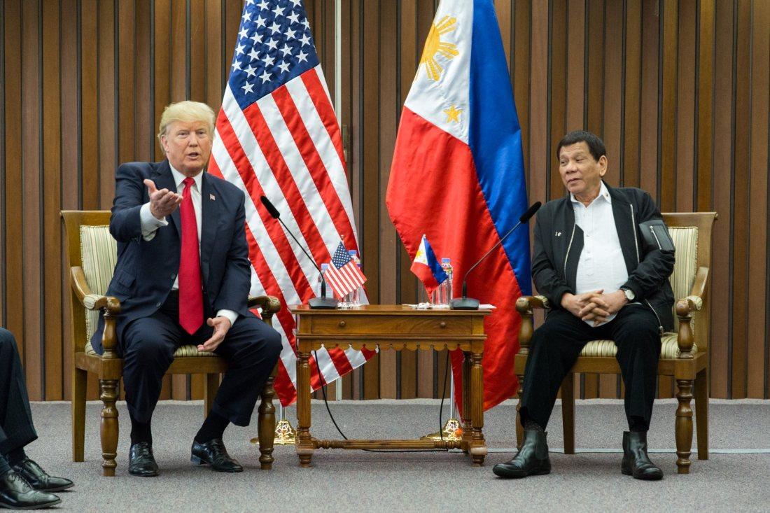 Trump sier at han ikke bryr seg om militæravtalen med Filippinene sies opp.