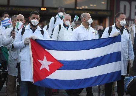 Cuba er en helspolitisk stormakt. De sender helsepersonelle over hele verden, nå også til Italia.