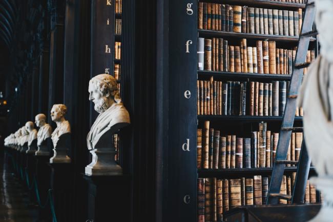 Omskriving av historien er som bokbrenning: En fjerner informasjon en ikke liker.