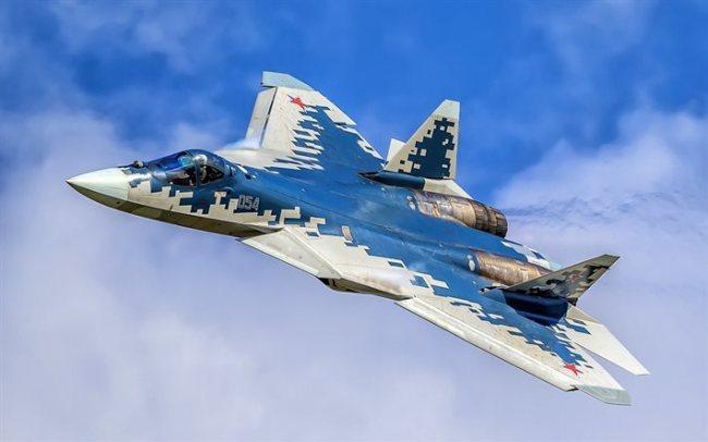 Russlands nyeste militære fly, SU-57, er nå i masseproduksjon og i tjeneste.