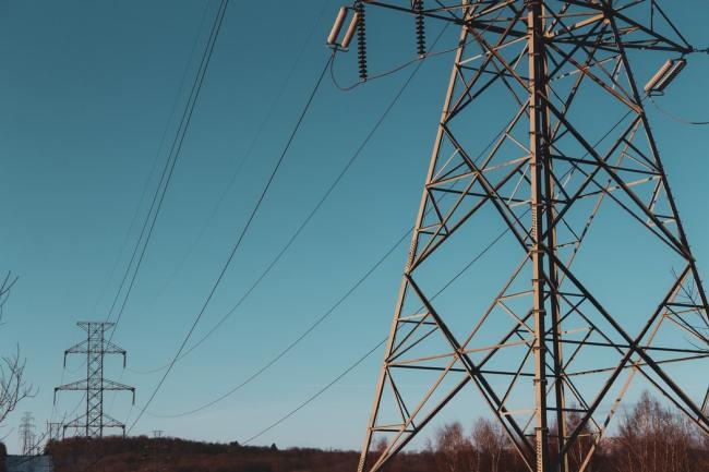 Etter en utkobling (blackout) i fjor snakkes det ikke lenger om grønn energi. Den er for ustabil.