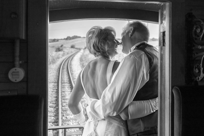 Brautpaar auf der Hochzeitsreise im Rasenden Roland