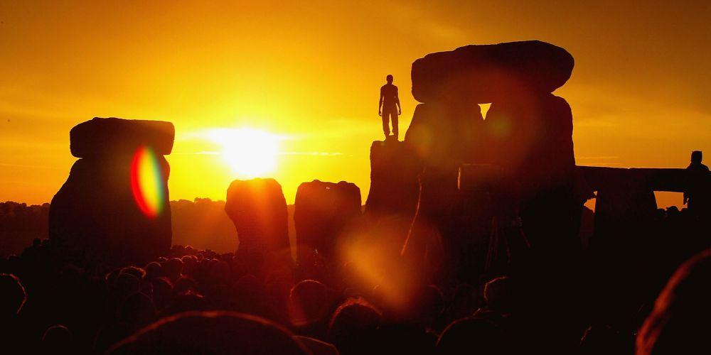 Güneşin Işıklarının Dik Geldiği Bugünün Gölgesizliğinde, Gölgelerimizden Kurtulmak Dileğiyle…