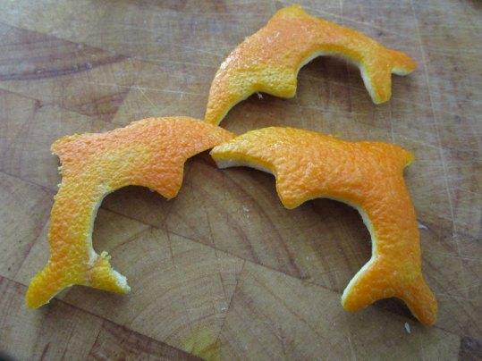 Delfine aus Orangenschale (Foto: Susanne Gugeler)