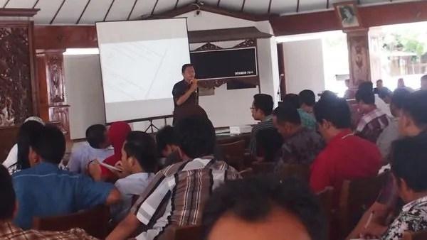 Kades Dermaji Berbagi Cerita pada Acara Seminar Desa 2.0 di Bojonegoro