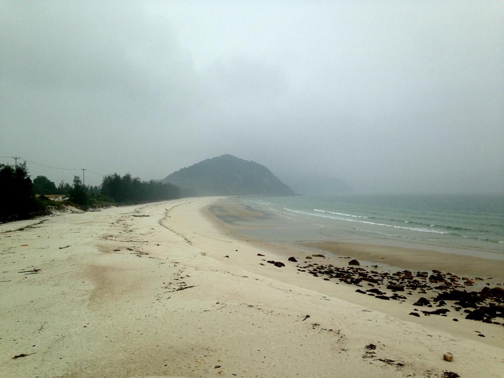 Plage de sable blanc de Quan Lan