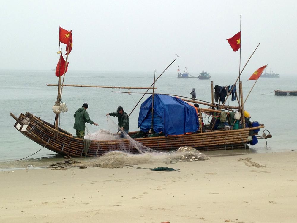Bateau en bambous sur l'île de Quan Lan - Port de Yen Hai