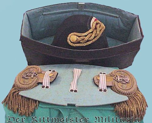"GROUPING - NAVY FREGATTENKAPITÄN'S ""FORE AND AFT"" CAP AND DRESS SHOULDER BOARDS WITH STORAGE BOX - Imperial German Military Antiques Sale"