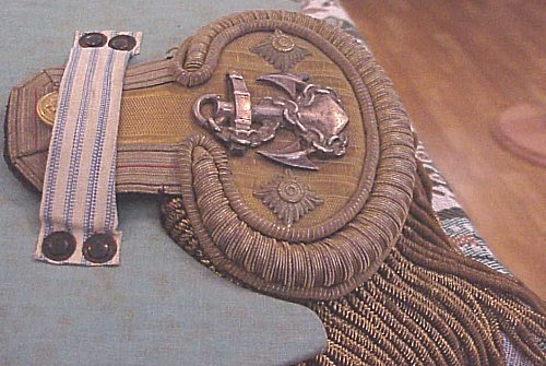 "PRUSSIA - GROUPING - NAVY FREGATTENKAPITÄN'S ""FORE AND AFT"" CAP AND DRESS SHOULDER BOARDS WITH STORAGE BOX - Imperial German Military Antiques Sale"