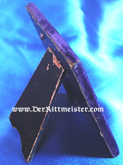 IRON CROSS - 1914 - 2nd CLASS  - IN A DISPLAY EASEL  (EARLY WAR AWARD) - Imperial German Military Antiques Sale