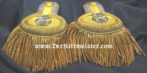 PRUSSIA - EPAULETTES - OBERLEUTNANT - zur SEE OF THE KAISERLICHE MARINE - ORIGINAL STORAGE BOX - Imperial German Military Antiques Sale