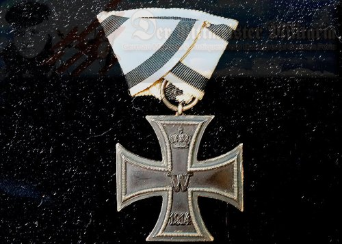 IRON CROSS - 1914 - 2nd CLASS - NON COMBATANT'S - ON TRI-FOLD RIBBON - Imperial German Military Antiques Sale