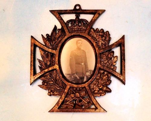 IRON CROSS - PATRIOTIC METAL FRAME - Imperial German Military Antiques Sale