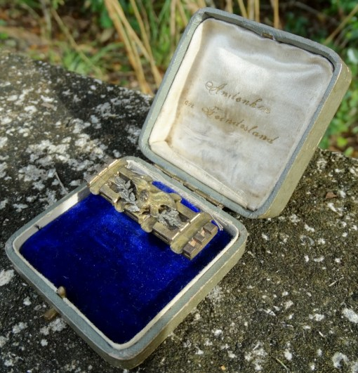 PATRIOTIC TRENCH ART PIN IN A PRESENTATION CASE - Imperial German Military Antiques Sale