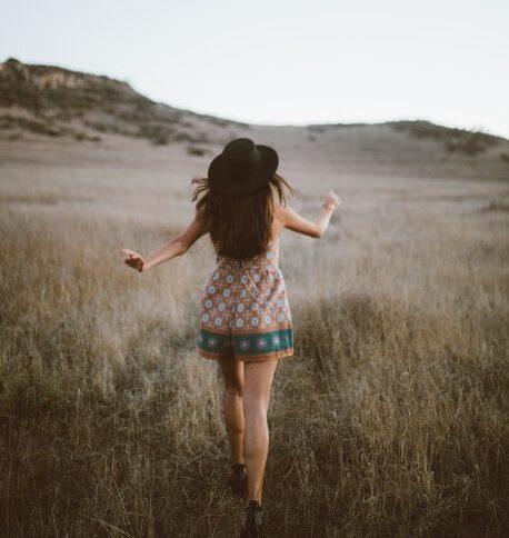 Junge Frau in der Sanddüne