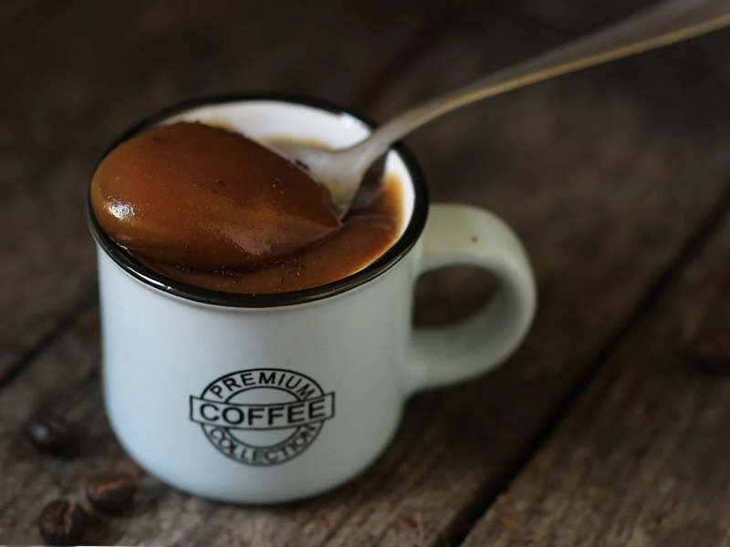 Crema di caffè senza latte e senza uova