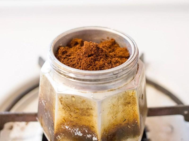 come pulire la moka e la caffettiera con metodi naturali