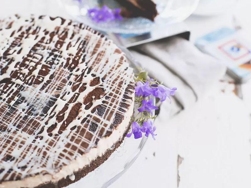 Come fare la cheesecake al caffè e crema di nocciole in poche e semplici mosse (e senza cottura)