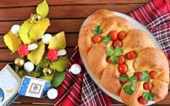 Treccia salata ripiena al prosciutto e formaggio - perfetta per il pranzo di Natale!