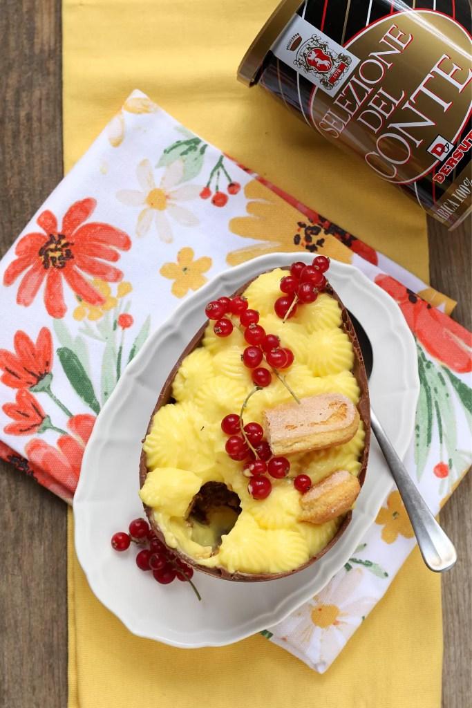 Uovo di Pasqua farcito di zuppa inglese al caffè Dersut
