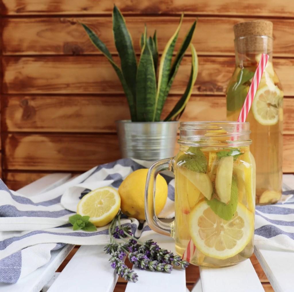 Acqua detox al tè verde - la ricetta che disseterà la tua estate