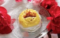 Mini pavlove al caffè con crema al mandarino e scaglie di caramello