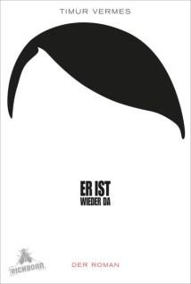 """""""Darf man solch ein Buch schreiben?"""" Diese Frage und ein paar mehr habe ich mir gestellt, bevor ich zu diesem Buch griff, das momentan in den Topsellerlisten der Buchverlage auftaucht. Auf dem Buchrücken wird von einer """"Satire"""" geschrieben, oder """"einem kritischen Blick auf die Gesellschaft"""". Und irgendwie ist dieses Buch auch genau das. Denn wie sonst kann man ein Buch nennen, das sich mit einem Hitler befasst, der plötzlich mitten in Berlin aufwacht, nach 60 Jahren Schlaf? Dieser Hitler, plötzlich in die deutsche Zukunft katapultiert, bewegt sich im Buch durch die Medienlandschaft der heutigen Zeit. Mit altdeutschen Ansichten und unzähligen Augenblicken, die man heute wohl als """"Kultur-Clash"""" bezeichnen würde, holpert sich dieser kleine Wicht in benzingetränkter Uniform durch die Welt, um am Ende auch einen Platz für sich zu finden. Nun, da ich dieses Buch gelesen habe, stelle ich mir erneut die Frage vom Beginn: """"War so ein Buch nötig?"""". Ich glaube nicht. Denn obwohl man über diesen Typ häufig lacht, kommen doch immer wieder Äußerungen zum Vorschein, die meiner Familie das Blut in den Adern gefrieren lassen würde. Eines muss man der skurrilen Geschichte aber lassen: Der Autor, Timur Vermes, versteht es, die Persönlichkeit des Adolf Hitler auseinanderzunehmen. Und auch wenn das alles nur Vermutungen sind, erkennt man doch, dass Hitler nicht ohne ein Gespür für Details, den """"richtigen Augenblick"""", Wortgewandtheit und einer detaillierten Beobachtungsgabe dort gelandet wäre, wo er - mit einem Blick in die Geschichtsbücher - gelandet ist. Trotz allem bleibt ein bitterer Beigeschmack. Ob ich dieses Buch dennoch empfehle? Jein. Ich weiß nicht, ob nicht einige der """"Tugendenden"""" des Protagonisten auch heute noch falsch verstanden werden könnten."""