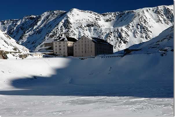 Lago al Colle Ghiacciato