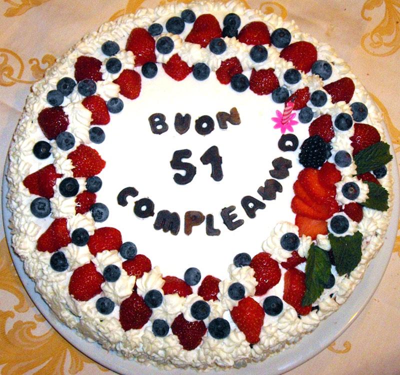 torta-compleanno-panna-e-frutta-di-bosco