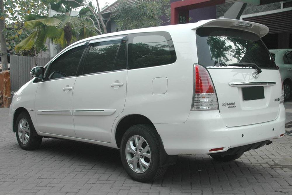 Transport Service Desa Penglipuran - Toyota Kijang Innova 01